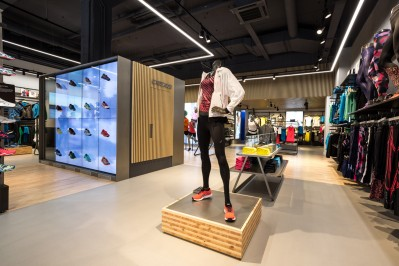 into-lighting-Asics-Amsterdam(1-&-thumb)