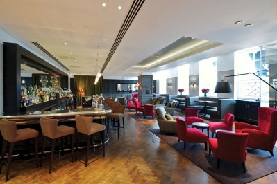 into-quarter-bar-london-bridge-hotel-(1)